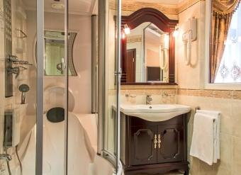 Kupelna-v-apartmane-v-Palace-Hotel-Polom-v-Ziline