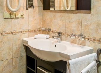 Kupelna-v-izbe-biznis-v-Palace-Hotel-Polom-v-Ziline-2