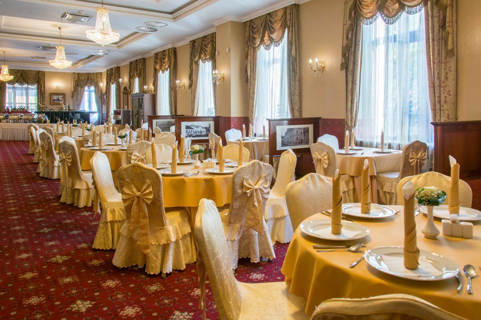 Reštaurácia v palace hotel polom 1